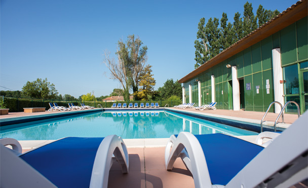 L 39 isle sur la sorgue le domaine de mousquety holiday club for Piscine isle sur sorgue