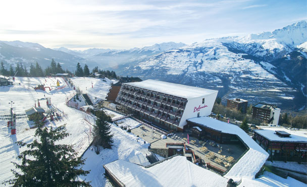Club at the foot of the slopes & lifts nearby