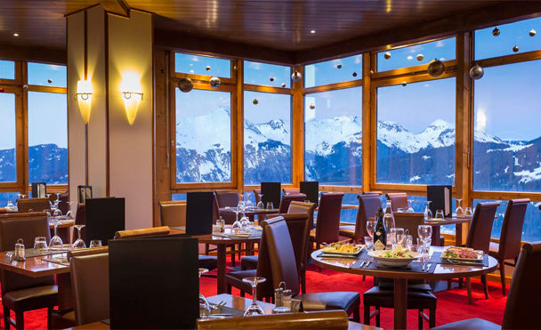 Restaurant with terrace right on the piste